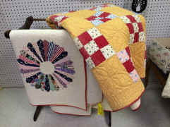 crown antique mall quilt.jpg (109003 bytes)